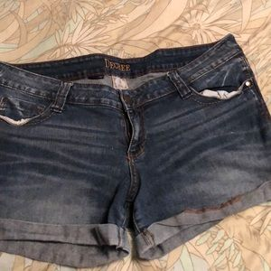 Decree light wash jean shorts